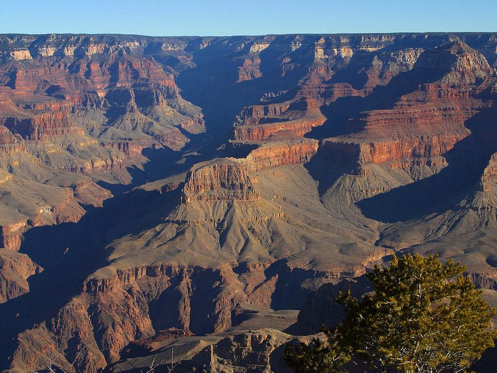 The canyon has many cliffs and slopes.