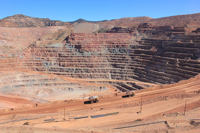 The mine contains grey rocks, which are not enriched, and red rocks, which is where the enrichment occurs.